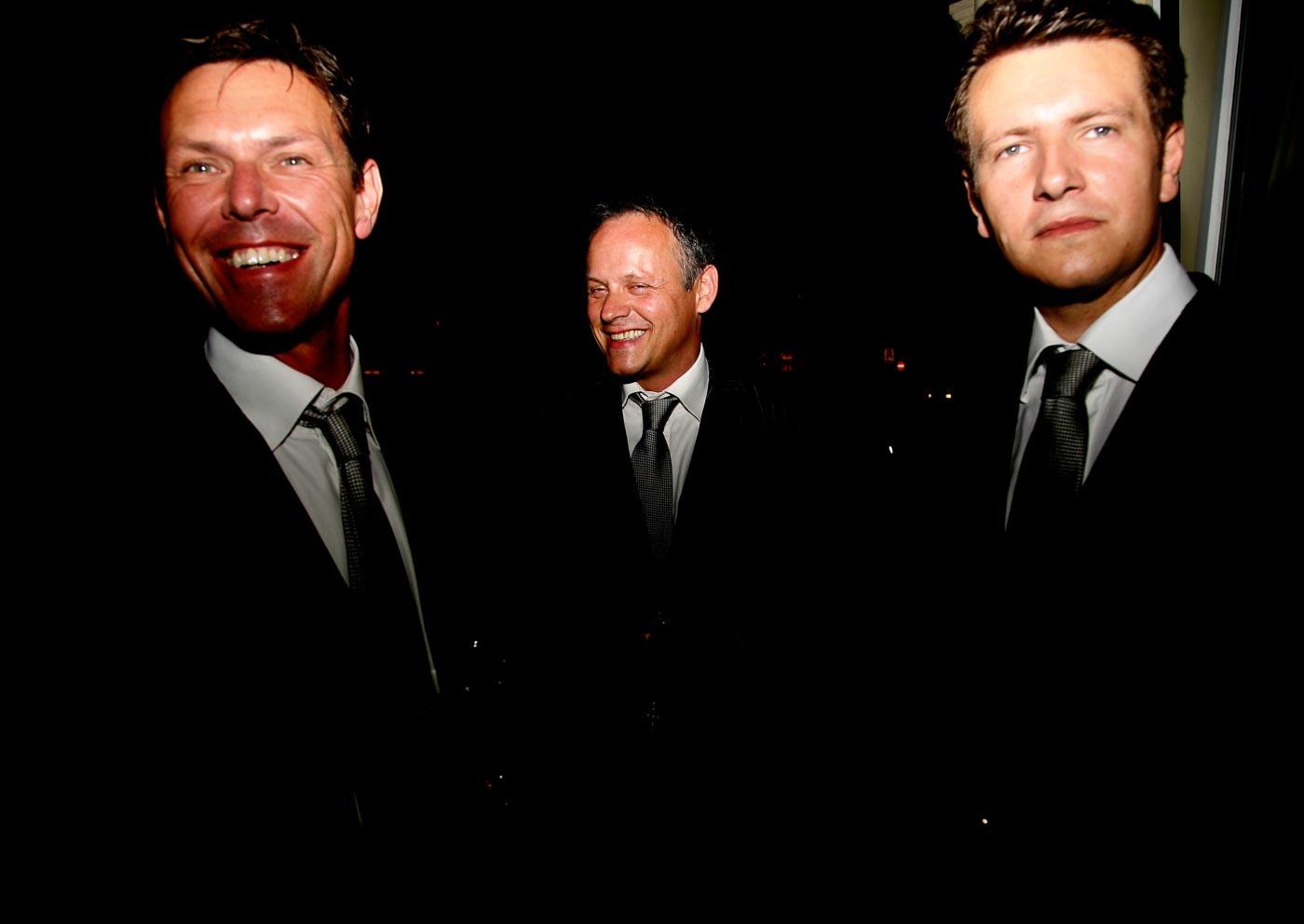 Drei Männer im Anzug Halbportrait