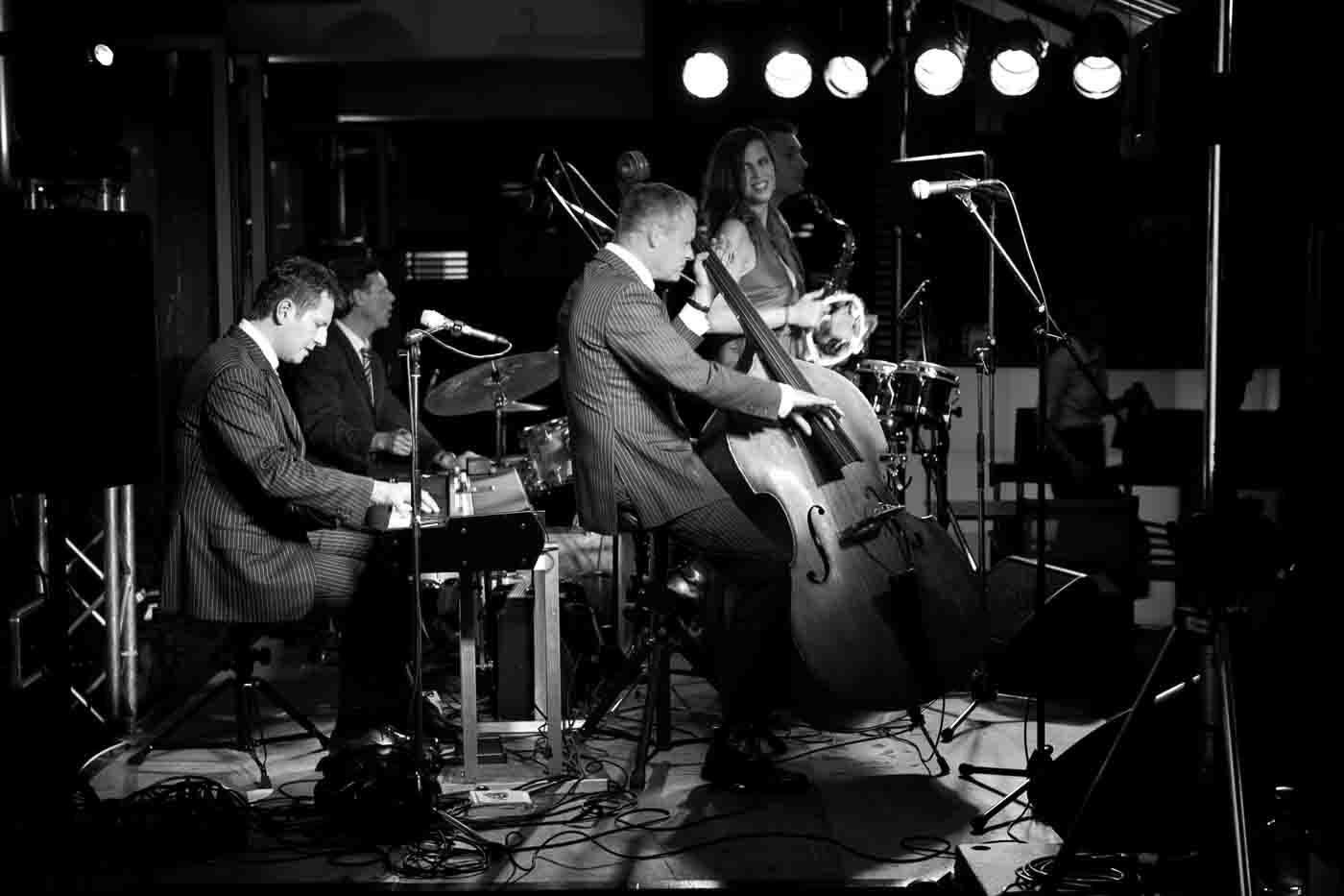 Jazzkonzert mit Sängerin und Saxofonspieler