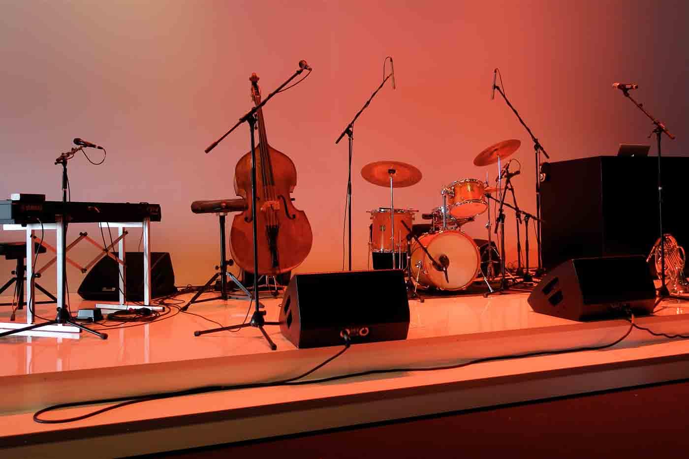 Instrumente Bühnen Aufbau eines Jazz-Quartetts